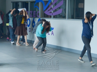 "EBC employees ""duck, cover, hold"" in Metro Manila-wide quake drill"